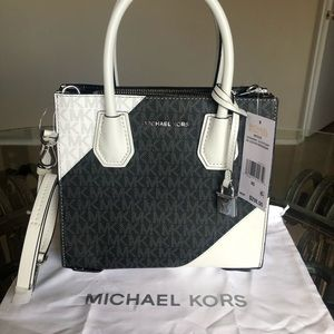 🆕 Michael Kors Medium Messenger